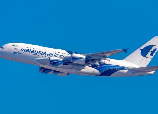 Een opstijgende Malaysia Airlines Airbus A380